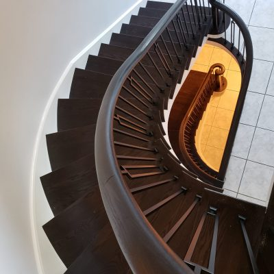 brow-color-modern-stairs-iron-pickets-white-risers-2